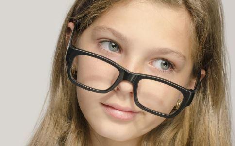 孕妇可以戴隐形眼镜 孕妇能否带隐形眼镜 孕妇带隐形眼镜好吗