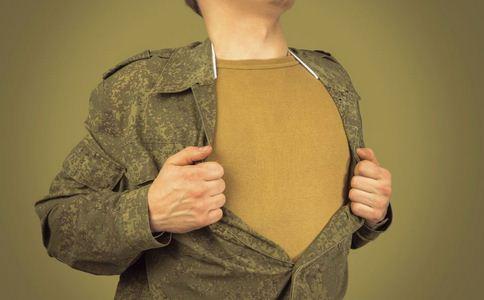 15岁少年胸部长到B罩杯 男人胸部发育的原因 男性如何预防乳腺疾病
