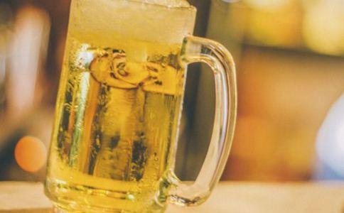 女人喝啤酒好吗 喝啤酒有哪些好处 女人喝啤酒好不好