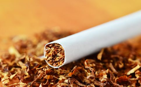 闻二手烟脸变肿胀 二手烟的危害有哪些 二手烟有什么危害