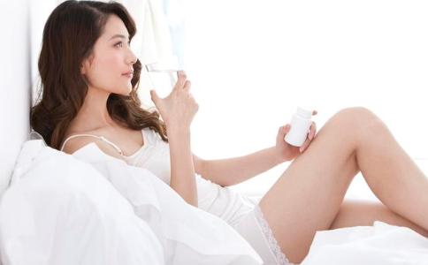患上尖锐湿疣有什么症状 尖锐湿疣的症状有哪些 尖锐湿疣要怎么治疗