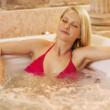 冬天到了最适合泡个温泉 三个时期的女人不能泡