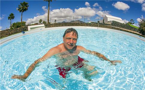 仰泳动作分解 仰泳动作要领 怎么学好仰泳