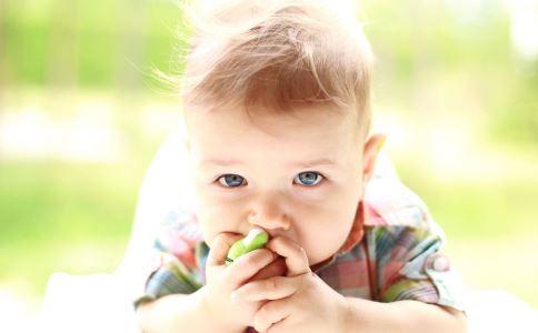 宝宝多大可以喝果汁 6个月以后就可以啦