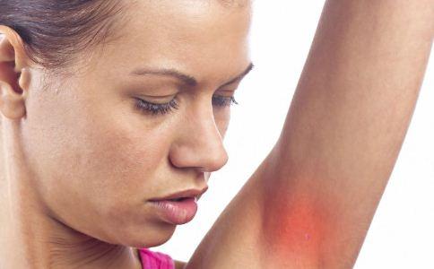 冬季怎么防异位性皮肤炎 冬季怎么补水保湿好 冬天怎么防止皮肤病