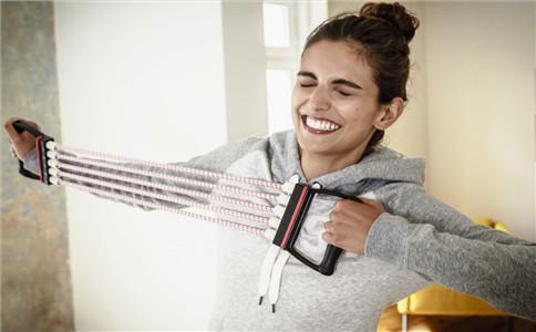 拉力器怎么增加臂展 拉力器锻炼手臂 如何增肌臂展
