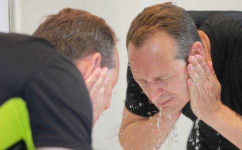 男人冬季怎么护肤 男人冬季护肤技巧 男性冬季怎么护肤