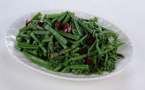 这个菜百分之百致癌 蕨菜为何会致癌 致癌的食物有哪些