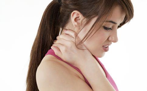 颈纹是怎么形成的 颈纹的原因 如何预防颈纹