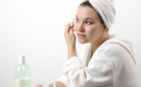 卸妆油和卸妆乳哪种好 卸妆油和卸妆乳哪种卸妆更好 卸妆油和卸妆乳的区别