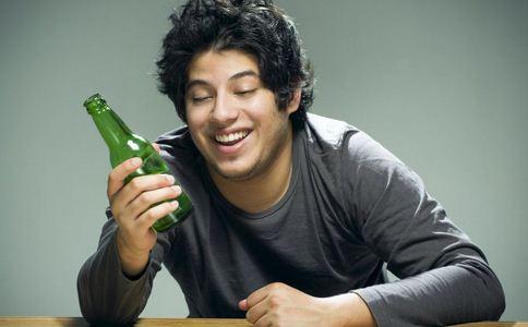 男性喝酒导致不育 喝酒会导致男性不育吗 喝酒影响男性生育