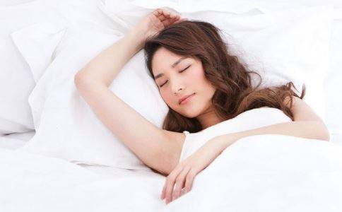 导致女性不孕的原因是什么 哪个睡姿会导致女性不孕 女性仰卧有哪些危害