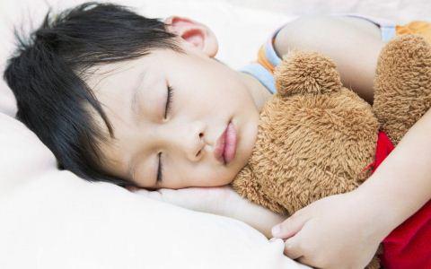 孩子尿床怎么办 孩子尿床家长应注意什么 小儿遗尿吃什么好