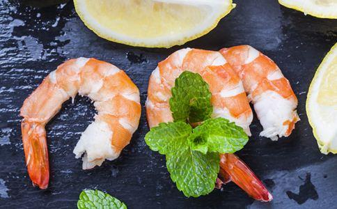 虾和西红柿能一起吃吗 吃虾要注意什么 虾的营养价值