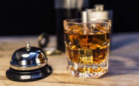 这两种酒是假酒千万别喝 如何辨别假酒 假酒的辨别方法