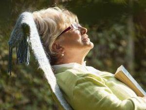 老人冬季多晒太阳对身体好处多多