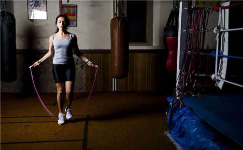 弹力绳练习三头肌 弹力绳练习方法 怎么锻炼肱三头肌