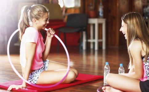 转呼啦圈一小时能消耗多少热量 呼啦圈可以减肥吗 运动减肥要注意哪些事项