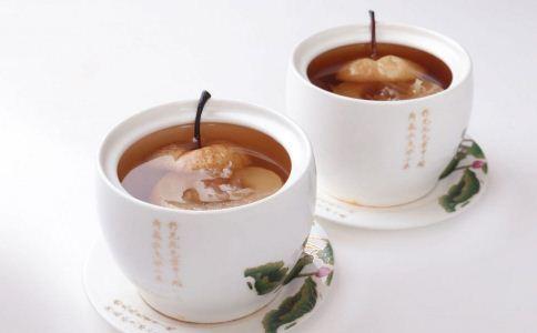 冰糖雪梨桂花茶怎么做 冰糖雪梨桂花茶的做法 冰糖雪梨桂花茶的自制方法