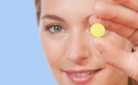 吃叶酸会延迟月经或提前月经吗 吃叶酸会影响排卵吗 女性吃叶酸有哪些禁忌