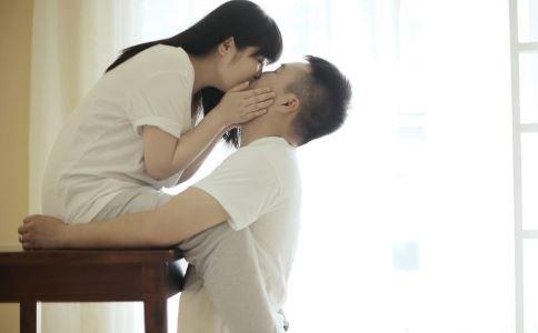 和女友接吻要注意什么 和女友接吻有哪些禁忌 正确的接吻方法