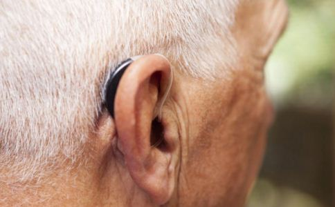 老人耳背怎么办 老人耳背有哪些表现 老人耳背是什么原因