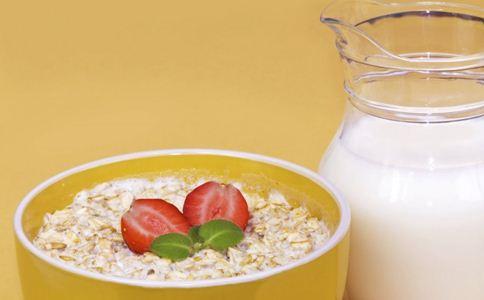喝牛奶的误区 喝牛奶的最佳时间 喝牛奶的好处