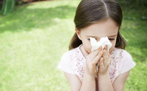 往鼻孔注盐水治鼻塞 如何治疗鼻塞 预防鼻塞的方法