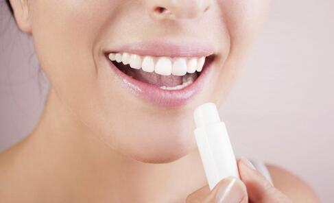 预防 方法 保持 这些 嘴唇 唇膏 使用 按摩 干裂 时候 开始 正确