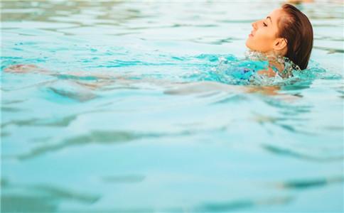 仰泳好学吗 怎么学仰泳 仰泳有什么好处