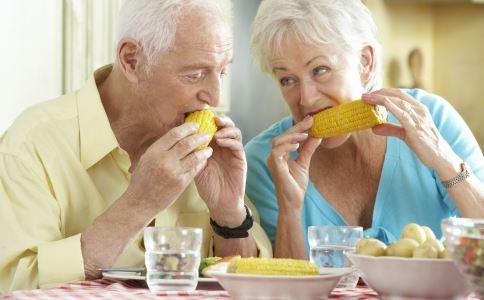 冬季老人吃什么对身体好 冬季老人饮食 冬季老人饮食原则