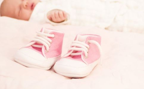 宝宝穿鞋注意 冬季宝宝穿鞋注意 宝宝穿鞋要注意什么