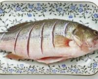 产后催乳食谱 苹果鲫鱼汤的做法 苹果鲫鱼汤