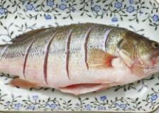 产后催乳食谱,苹果鲫鱼汤的做法,苹果鲫鱼汤