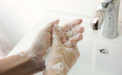 手脚脱皮是什么病 手脚脱皮如何预防 手脚脱皮的预防方法