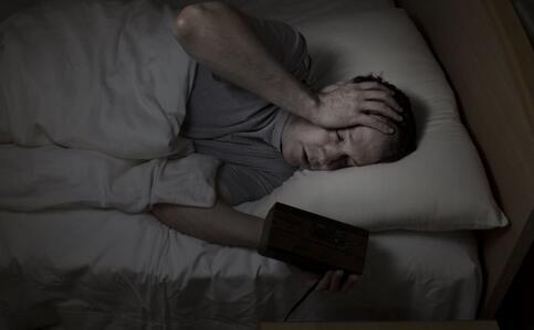 连续熬夜身体发生惊人变化 熬夜的危害 熬夜有哪些危害