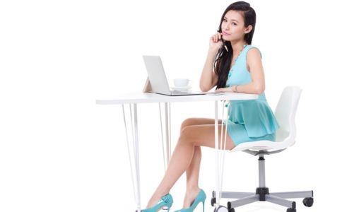 白领坐姿不对的危害 如何调整好坐姿 女白领久坐如何放松身体