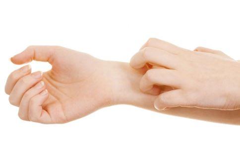 老人冬季皮肤瘙痒怎么办 老人皮肤瘙痒有什么方法 冬季皮肤瘙痒治疗偏方