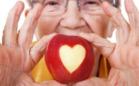 老人患上冠心病什么症状 老人患上冠心病怎么办 老人患上冠心病的原因是什么