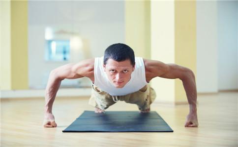 立卧撑具体方法 立卧撑怎么做 立卧撑的好处