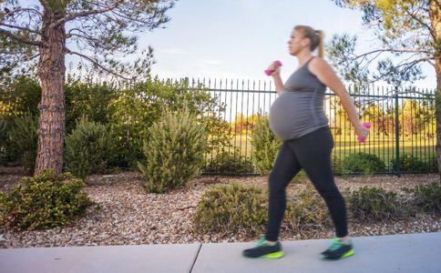 孕期多散步好吗 孕妇散步的好处 孕期散步注意事项
