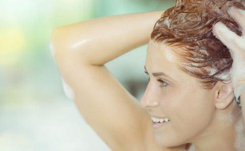 冬天多久洗一次头 冬天洗头的注意事项 洗头有哪些事情要注意