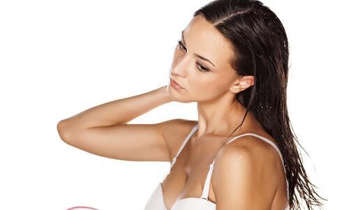 洗头没吹干睡觉患面瘫 晚上洗头的危害 怎么洗头才健康