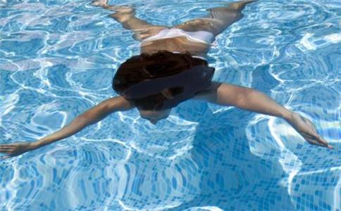 蛙泳换气技巧 蛙泳如何换气 蛙泳的好处