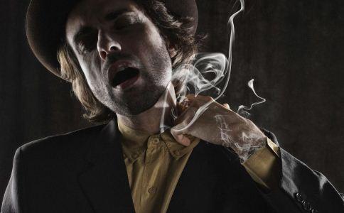男人为什么喜欢抽烟 男人抽烟会怎么样 抽烟可以看出男人心理