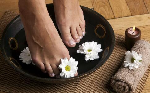 冬季泡脚有哪些好处 冬季怎么泡脚才养生 什么时间泡脚好