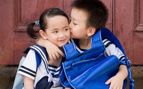 在校早恋遭开除 孩子早恋怎么办 早恋如何处理