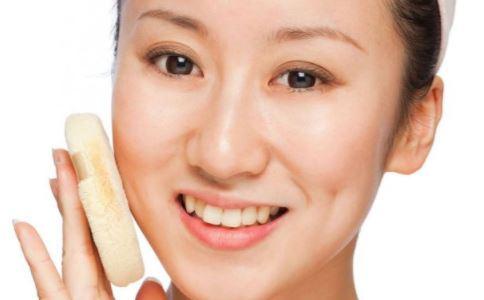 用护肤品时为什么会发红发干 使用护肤品脱皮怎么办 如何正确使用护肤产品