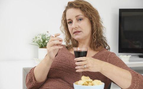 饭后抽烟的危害有哪些 什么因素会导致胃炎 慢性胃炎患者可以抽烟吗