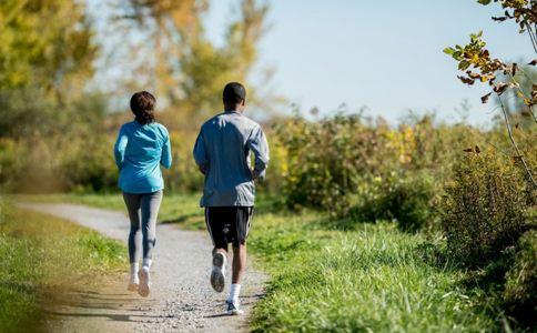 女生跑步时肚子痛怎么办 肚子疼怎么办 如何缓解肚子痛